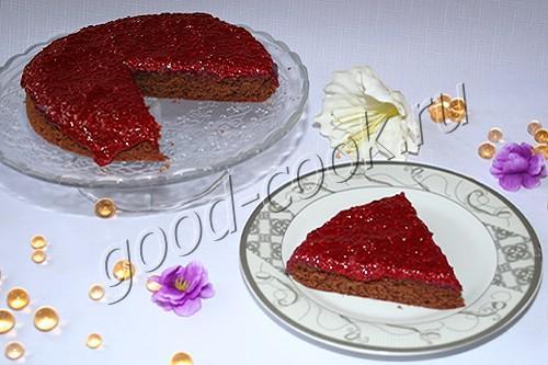 шоколадный пирог с малиново-карамельным соусом