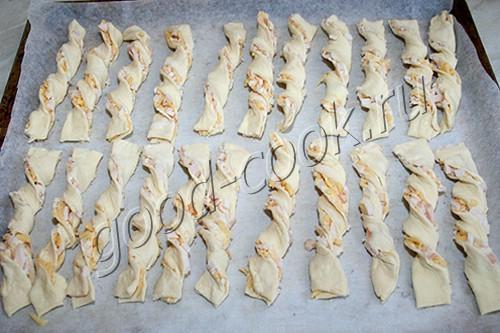 слоеные палочки с сыром и копченостями