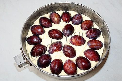 творожный пирог со сливами