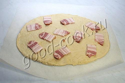 сметанная лепёшка с беконом и яйцами