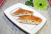 Пирожки из слоёного теста с курицей и плавленым сыром