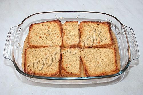 хлебный пудинг с соусом и арахисом