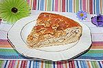 открытый дрожжевой пирог с курицей и плавленым сыром