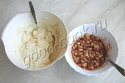 дрожжевой пирог с творогом, яблоками и вареньем