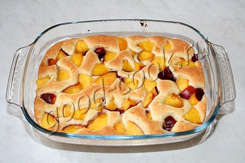 пирог с персиками и хрустящим ореховым верхом