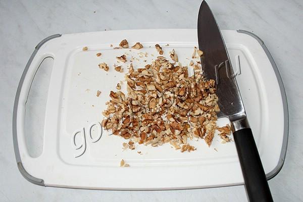 медовые капкейки с орехами и изюмом