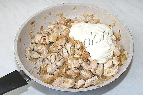 пирог из лаваша с курицей в сметанном соусе