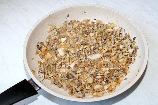 блины с жареными грибами