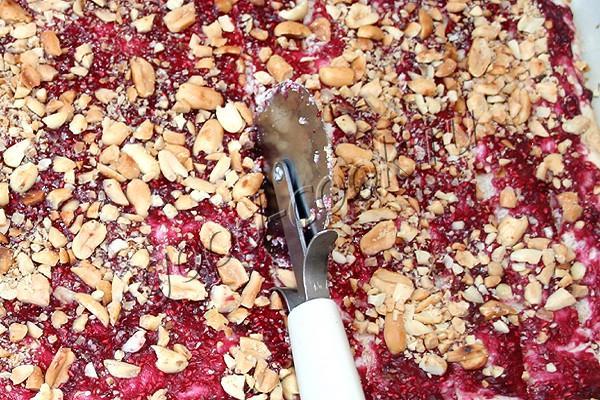 хрустящие палочки с малиной и арахисом