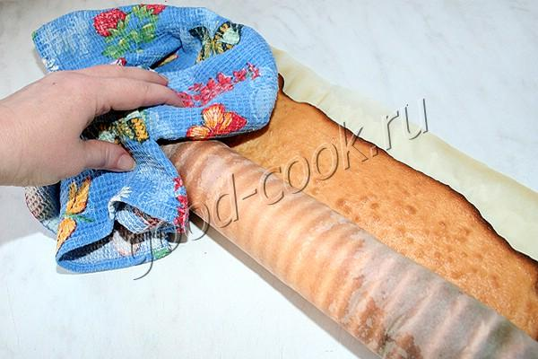рулет с варёной сгущёнкой и арахисом