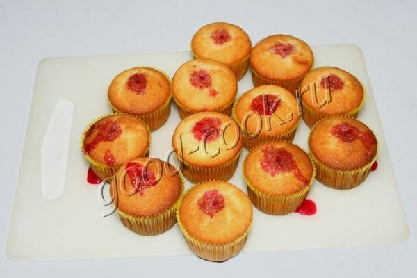 ванильные кексы с малиновой пропиткой
