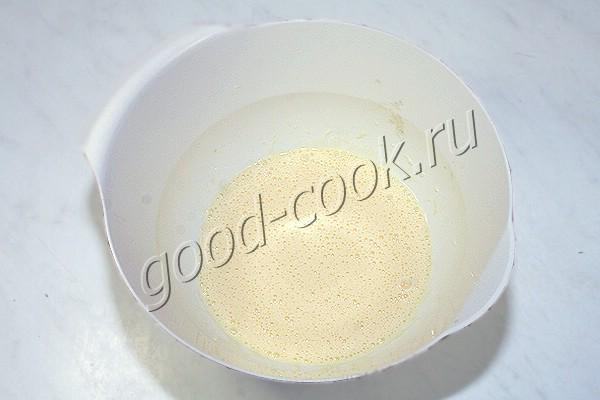 блинные рулетики, запеченные под сметанным соусом
