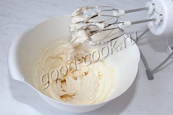 торт со сливками и карамелью