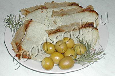 свиной окорок в вине и ржаном хлебе
