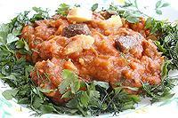 картофель и мясо, тушеные с баклажановой икрой