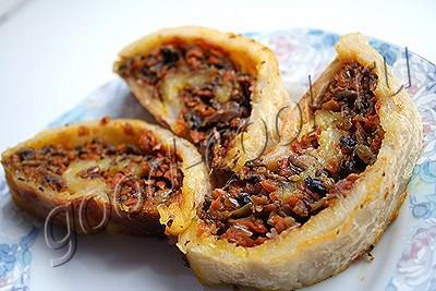постный картофельный рулет с грибами и овощами