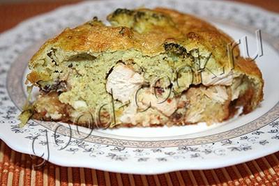 курица с беконом и брокколи под зеленым омлетом