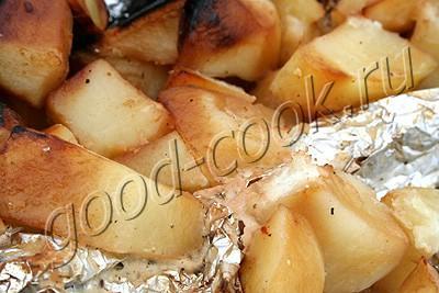картофель в сметане запеченный в углях