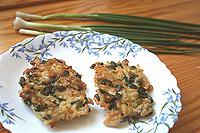 оладьи из риса и зеленого лука