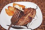 рыба запеченная под сливовым пюре