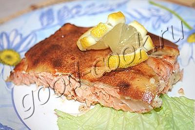 рыба запеченная под хлебным пудингом