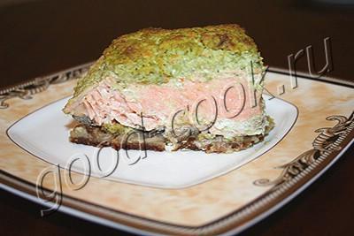 рыба запеченная на хлебе под соусом из брокколи