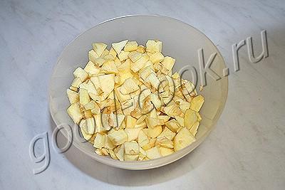мясо, запеченное в яблочно-луковом соусе и вине