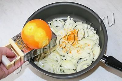 мясо тушеное в апельсиново-луковом соусе