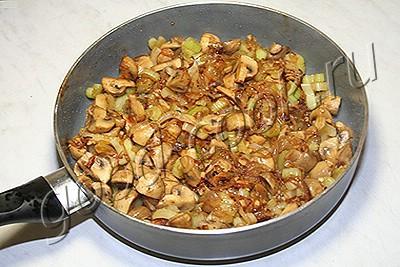 праздничная говядина, тушеная с грибами и овощами