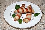 запеченные куриные палочки в беконе