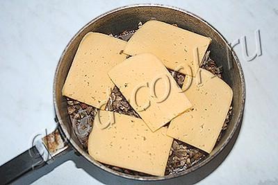 свиные медальоны с грибами и сыром