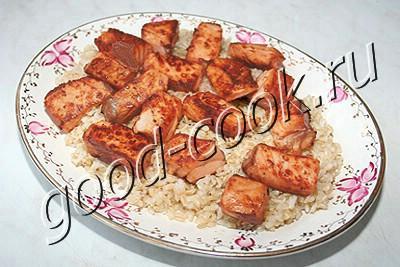 жареная сёмга с рисом под пряным соусом