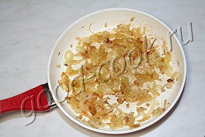 жареная семга в орехово-смородиновом соусе