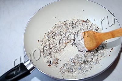 яйца, запечённые в грибном соусе