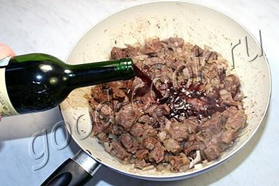 говядина тушеная в вине со сливками