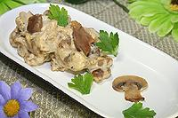 куриные желудки тушеные со сметаной и грибами
