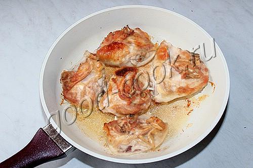 Тушеные куриные бёдра в кефире