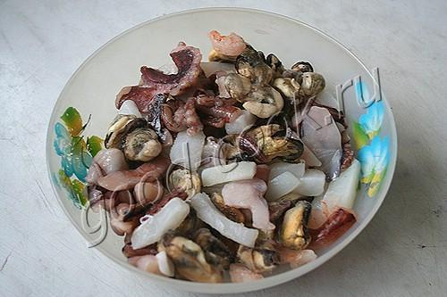 морепродукты, запеченные в сливочном соусе