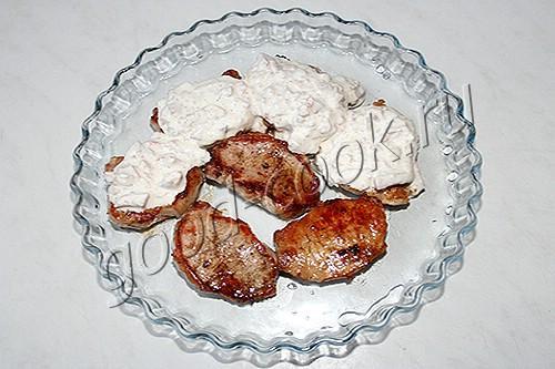 свиные медальоны под оригинальным соусом