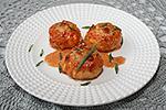 куриные фрикадельки с сыром, запечённые в сливочном соусе