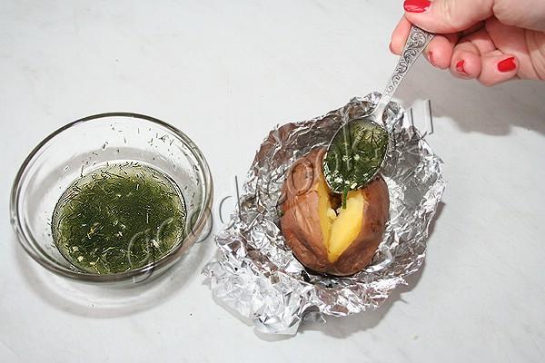 запеченный картофель с чесночно-укропным соусом