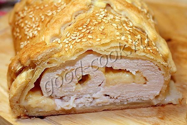 куриный рулет с сыром, запечённый в слоёном тесте