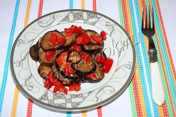 баклажаны и перцы запеченные в остром соусе