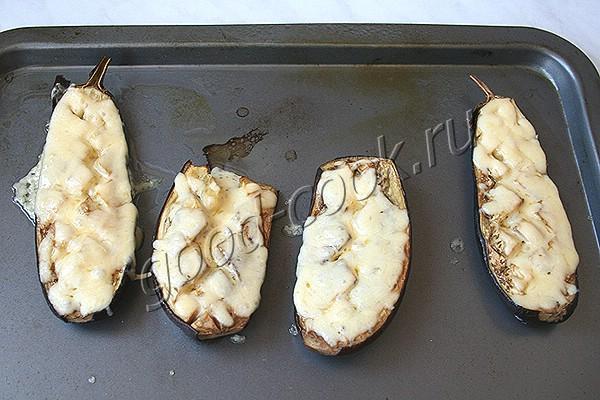 запеченные половинки баклажанов с сыром