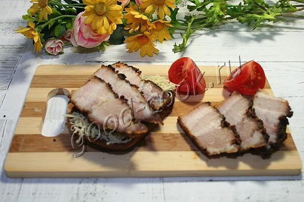 запеченная свиная грудинка с горчичной корочкой