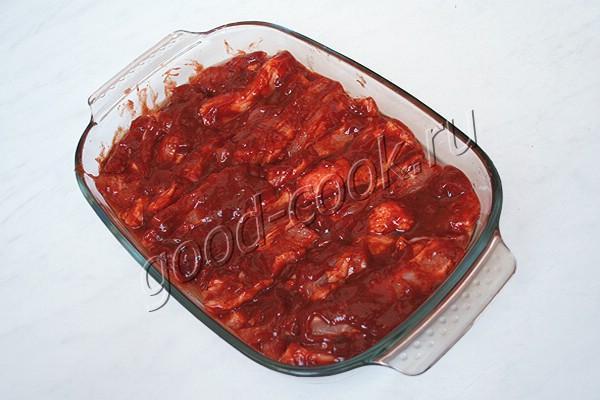 свиная грудинка запеченная в томатном соусе