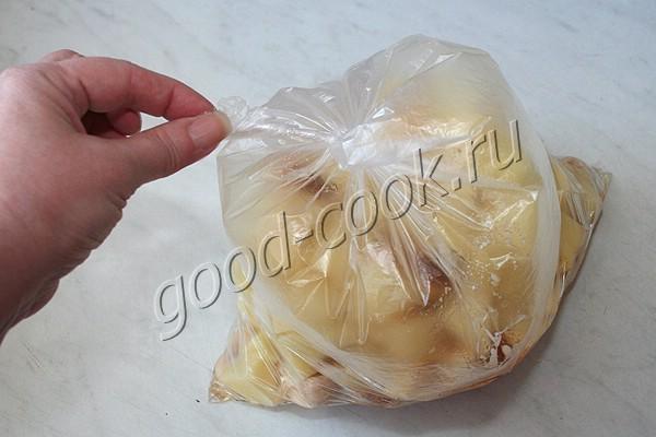 картофель запеченный с грибами и луком