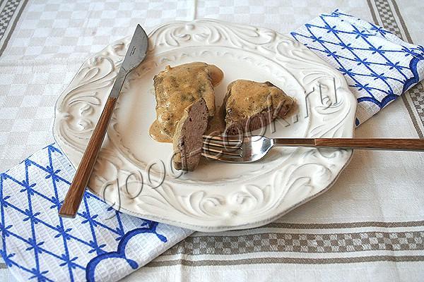 говяжья печень в сметанном соусе с чесноком