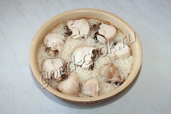 курица, запечённая на рисе
