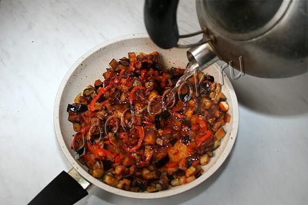 рагу из баклажанов с солёными огурцами